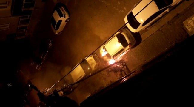 Gaziosmanpaşa'da gece saatlerinde bir otomobil benzin dökülerek kundakl...