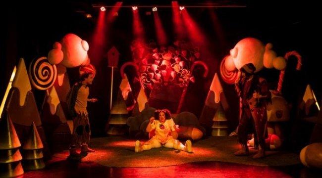 İstanbul Devlet Tiyatrosu'nun hazırlayıp sunduğu 'Turta Girmemiş Or...