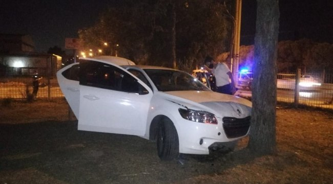 Boğazını bıçakla yaralayarak yaklaşık 250 bin lirasını gasp ettikten sonra olay yerinden kaçan şüpheliler trafik kazası yaptı