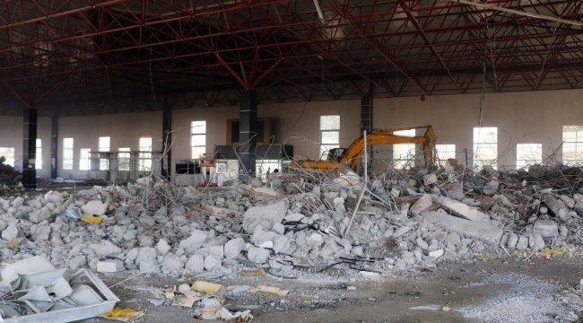 Kahramanmaraş Büyükşehir Belediyesi tarafından yıkımına başlanan 'Şehir...
