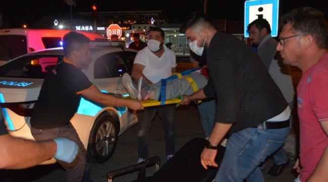 Kamyonet ile otomobilin çarpışması sonucu 4 kişi yaralı