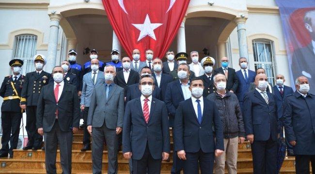 Kuşadası'nda 29 Ekim Cumhuriyet Bayramı, korona virüs salgınına karşı a...
