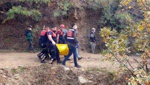 Aydın'ın Nazilli ilçesinde freni patlayan araç 50 metrelik uçuruma yuvalandı