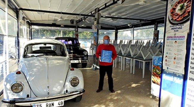 Çeşme'deki markalaşmış 50 yıllık işletmenin sahibi Reşat Akbaykal, koro...