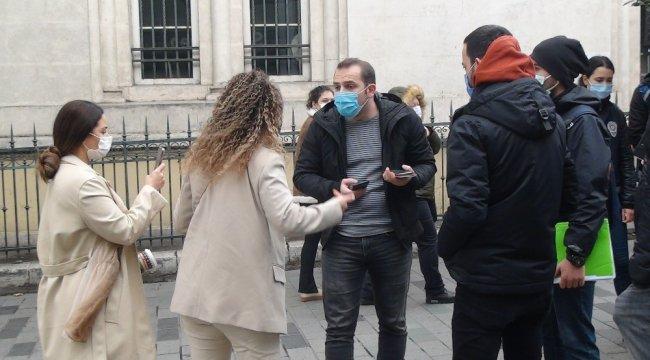 İstiklal Caddesi'nde yapılan maske ve sigara denetimi sırasında ceza ya...