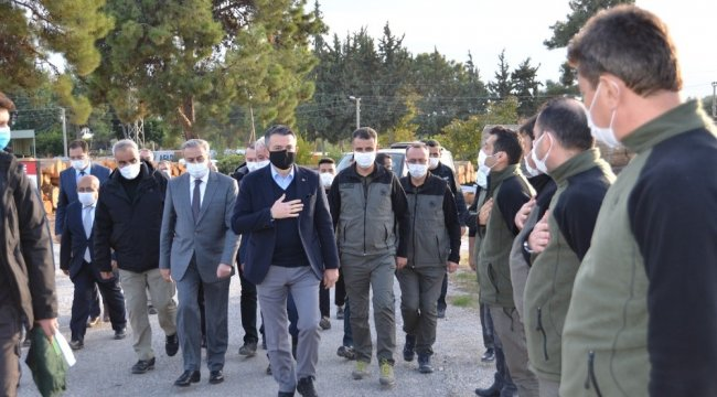 Tarım ve Orman Bakanı Bekir Pakdemirli, bir dizi inceleme gezisi sırasında ...