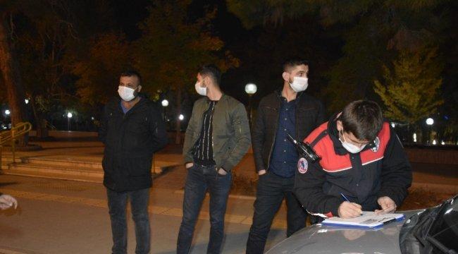 BURDUR (İHA) – Burdur'da sokağa çıkma kısıtlamasında sokakta olan 4 kiş...