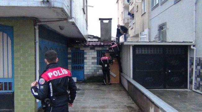 Bursa'nın İnegöl ilçesinde 3 katlı binanın 2. katına hırsız girdiği ihb...