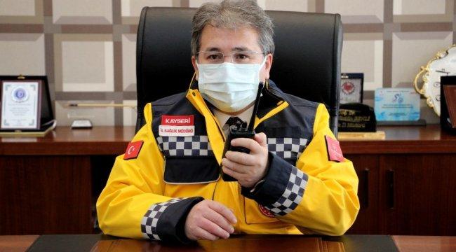 Kayseri İl Sağlık Müdürü Doç. Dr. Ali Ramazan Benli, telsizden anonsla sağl...