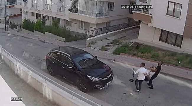 Ankara'da gittiği benzin istasyonunda karşılaştığı iki kişi ile birlikt...