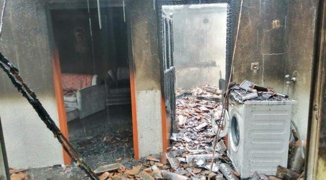 Çanakkale'de bacadan çıkan yangında bir ev tamamen yanarak kullanılamaz hale geldi