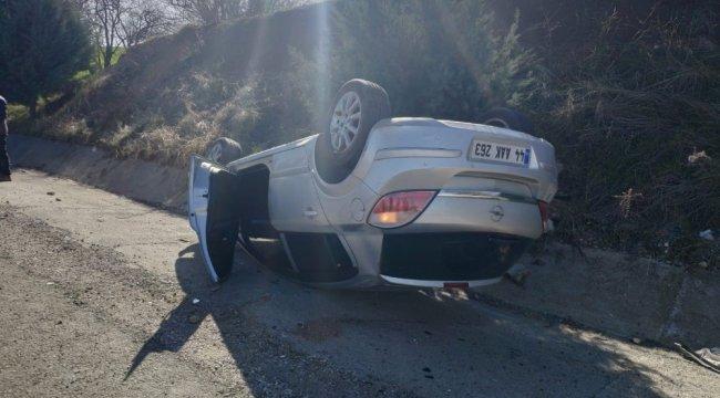 Adıyaman'da, sürücüsünün direksiyon hakimiyetini kaybettiği otomobil ta...