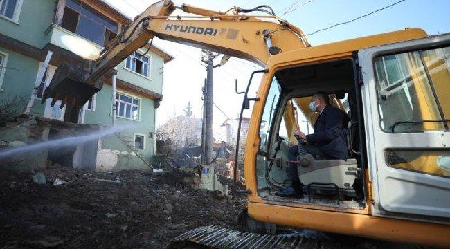 Kocaeli Büyükşehir Belediyesi, 17 Ağustos Depreminde ağır hasar gören binal...