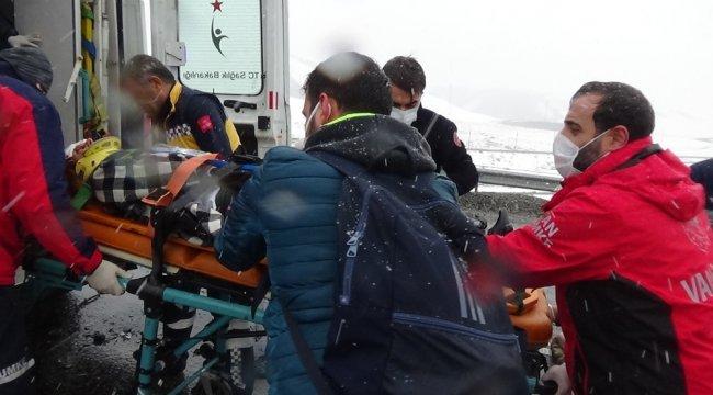 Van-Hakkari karayolunda meydana gelen trafik kazasında hayatını kaybeden 3 ...