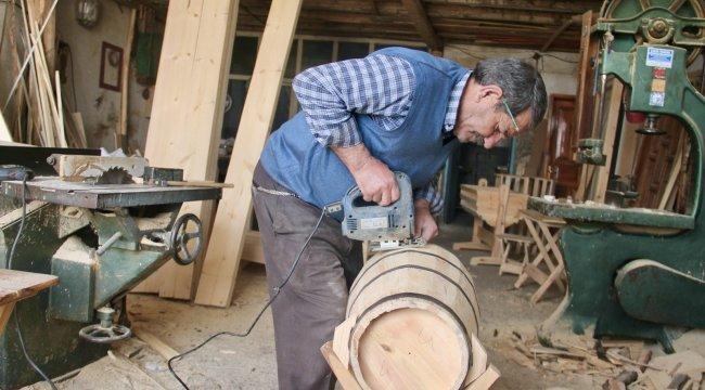 Ağrı'da baba mesleği olan marangozluk mesleğini sürdüren 63 yaşındaki H...