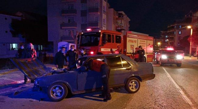 Otomobil park halindeki minibüse çarptı, otomobil alev aldı
