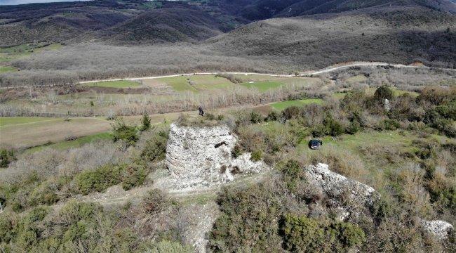 Bursa'da 2 bin yıldır orijinal haliyle ayakta kalan kale, ormanların iç...