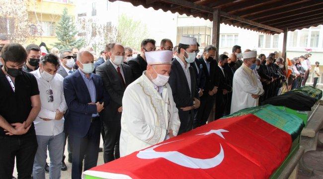 Kocaeli'de Kuzey Marmara Otoyolu'nda kontrolden çıkan otomobilin ta...