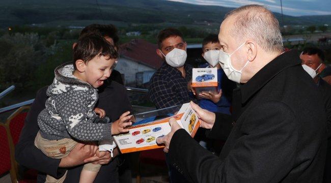 Cumhurbaşkanı Recep Tayyip Erdoğan, Ayaşlı çiftçi bir aileye iftarda konuk ...