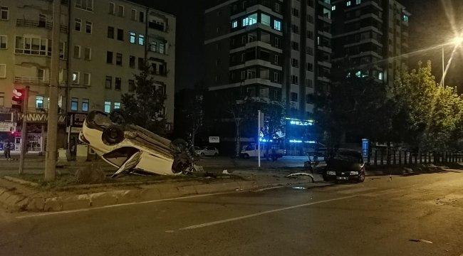 Melikgazi ilçesinde iki otomobilin çarpışması sonucu ; 1'i ağır 6 kişi yaralı