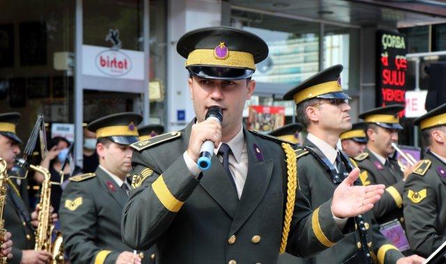 SAMSUN (İHA) – Samsun'da kutlanan Gaziler Günü programında şarkı söyley...